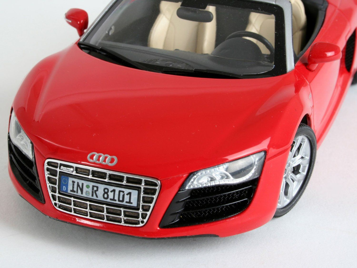 revell audi r8 spyder 1 24 model set. Black Bedroom Furniture Sets. Home Design Ideas